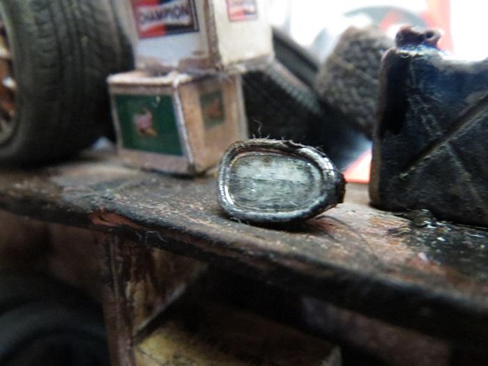 tıre_diorama_oldgas_garage_rusty