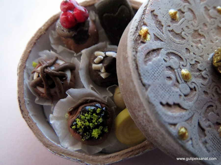 box#Miniature#food#handmade#chocolate#artfood#fakefood#clay#myfimo#modelling#fimoclay (3)